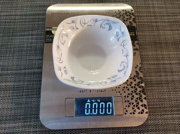 как скомпенсировать вес тарелки на кухонных весах