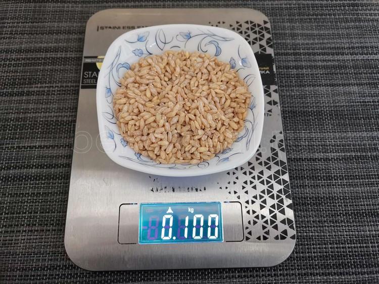 перловка на кухонных весах